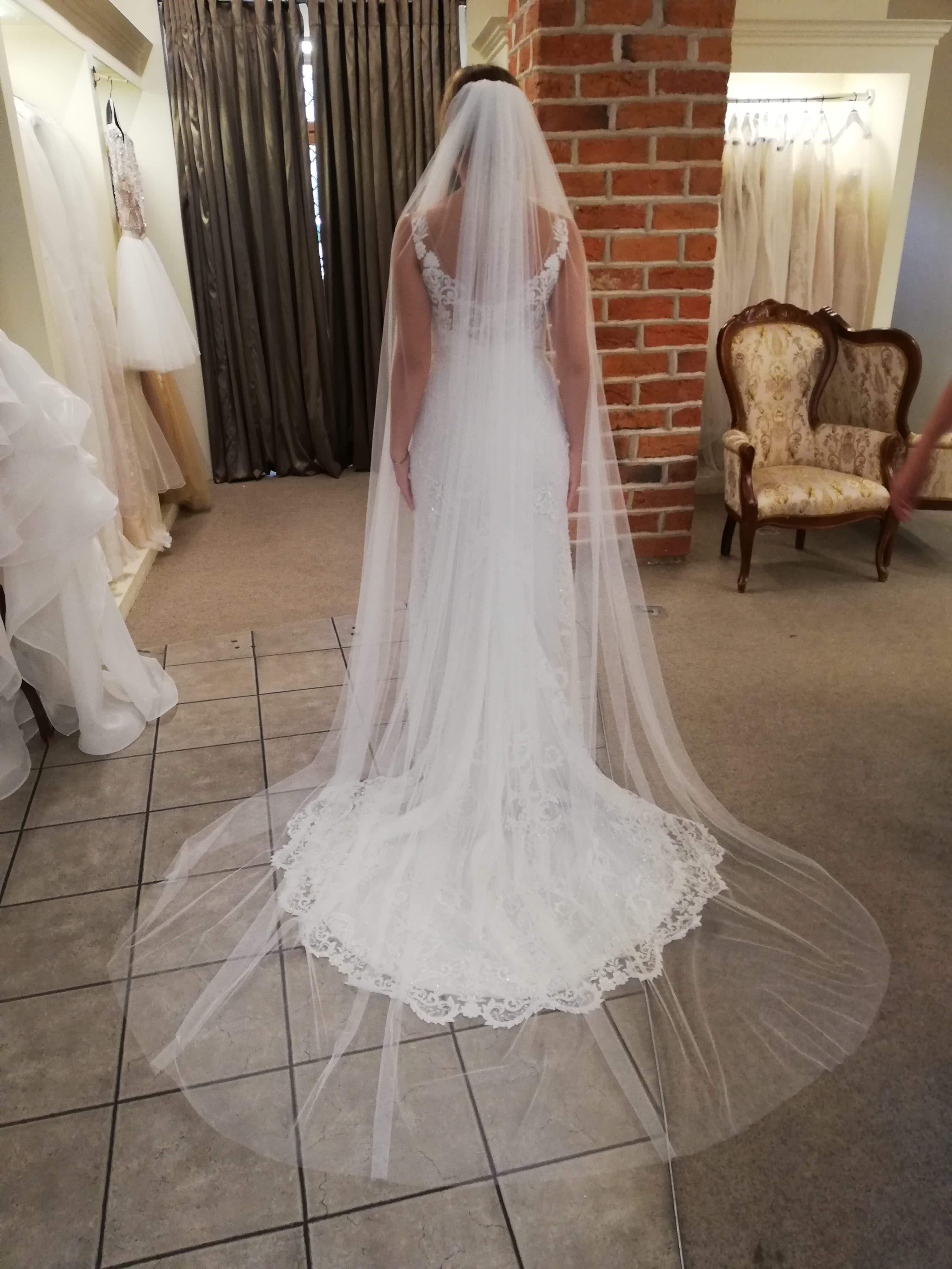 aa201c7fc5 Gala Artemia suknia ślubna dopasowana krysztalki - Szczecin ...