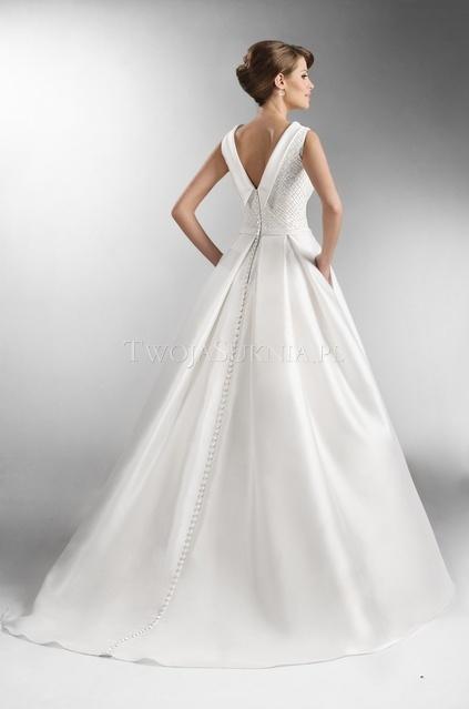 mam do zaoferowania piękn� suknię ślubn� uszyt� na w