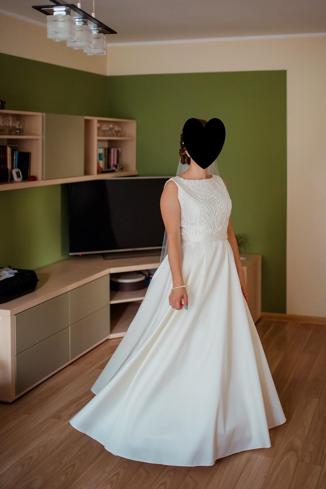 Piękna Suknia ślubna Z Koronką I Tyłem W Literę V Kielce