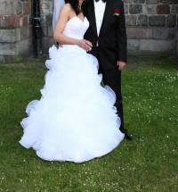 e6c3971f75 Suknia ślubna Sprzedam suknię ślubną Emmi Mariage–model Arte kolor  biały  rozmiar  36