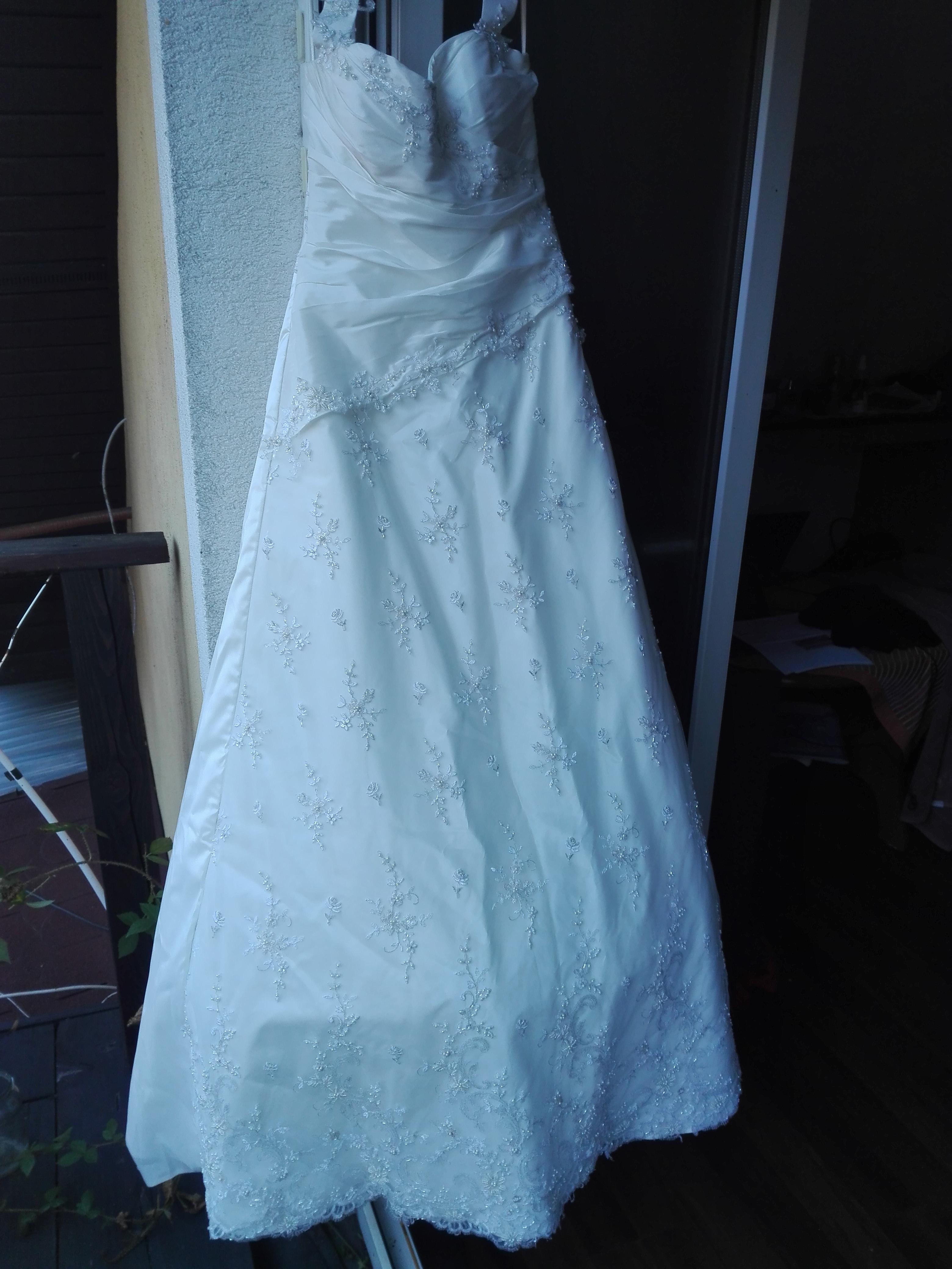 323e85d9 Komis sukien ślubnych, butów i akcesoriów. Ponad 1000 ofert - 23/255