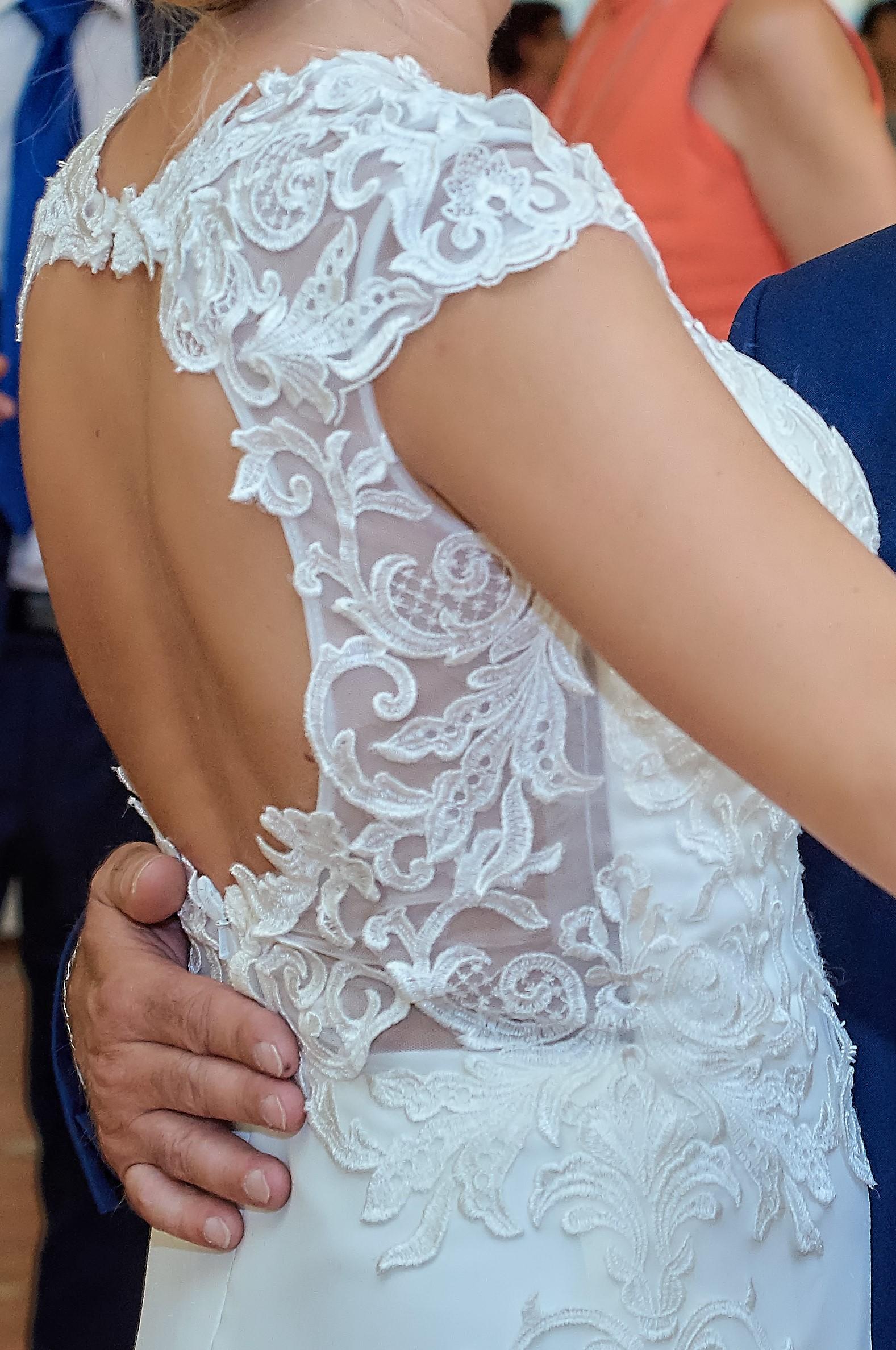767527cee3 Suknia ślubna Suknia ślubna z odkrytymi plecami kolor  Ecru rozmiar  36 38